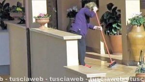 Tuscania - La presunta falsa cieca fa le pulizie