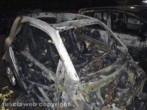 Viterbo - L'auto di Claudio Ubertini distrutta dalle fiamme