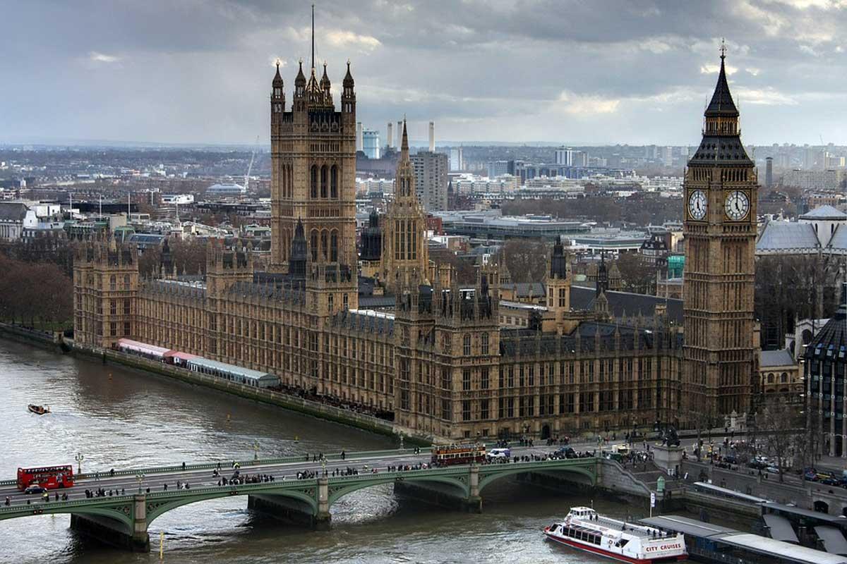 Covid, stop ai voli da Gran Bretagna fino al 6 gennaio