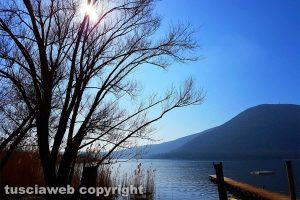Caprarola - Il sole si specchia sul lago di Vico
