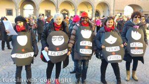 Viterbo - Piazza del Comune - La manifestazione di Non una di meno