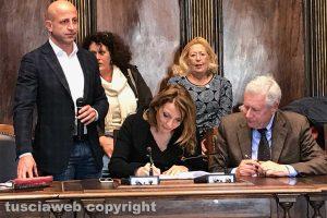 Daniela Donetti e il sindaco Michelini firmano la convenzione
