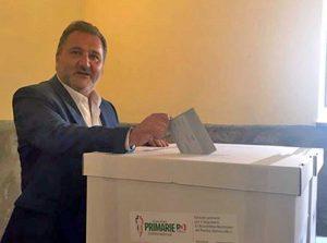 Enrico Panunzi vota per le primarie del Pd