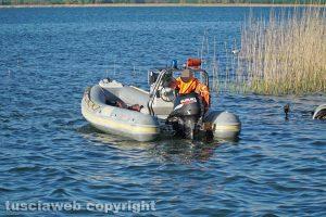 Ronciglione - Cadavere emerge dal lago di Vico - Le operazioni di recupero
