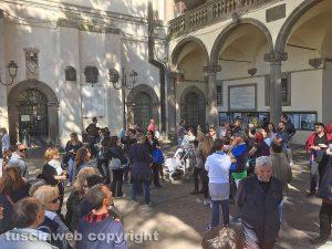 Viterbo - Giardini di palazzo dei Priori - I turisti a Pasquetta