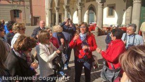 Viterbo - Piazza del Comune - I turisti a Pasquetta