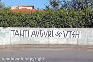 Viterbo - Rotatoria Teverina - Gli auguri ad Adolf Hitler
