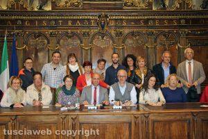Viterbo - Comune - Consulta volontariato - Foto di gruppo, vecchio e nuovo direttivo