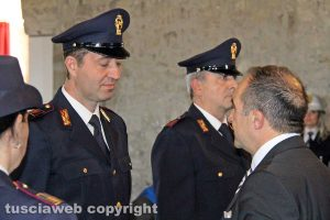 165esimo anniversario della polizia - Il questore di Viterbo Lorenzo Suraci premia i poliziotti