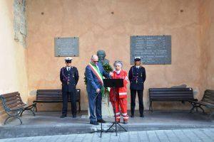 Tarquinia - Il sindaco Mazzola al monumento dedicato a Domenico Emanuelli