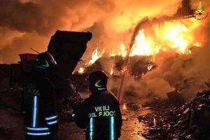 Vigili del fuoco - Incendio in impianto smaltimento rifiuti