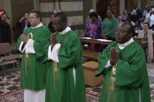 Castel Sant'Elia - I novelli sacerdoti Moses, William e Pawel celebrano la prima messa