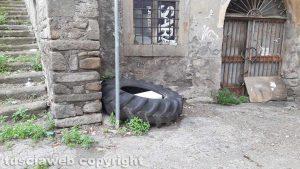 Viterbo - Degrado in largo Alceste Grandori