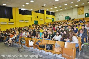 Viterbo - L'aula magna dell'istituto tecnico durante la presentazione del libro