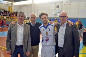 Sport - Pallacanestro -Tarquinia - La partita Basketartisti - Gli assessori Celli e Ranucci, Bernabei e il sindaco Mazzola