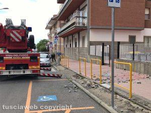 Viterbo - Piovono calcinacci in via Polidori