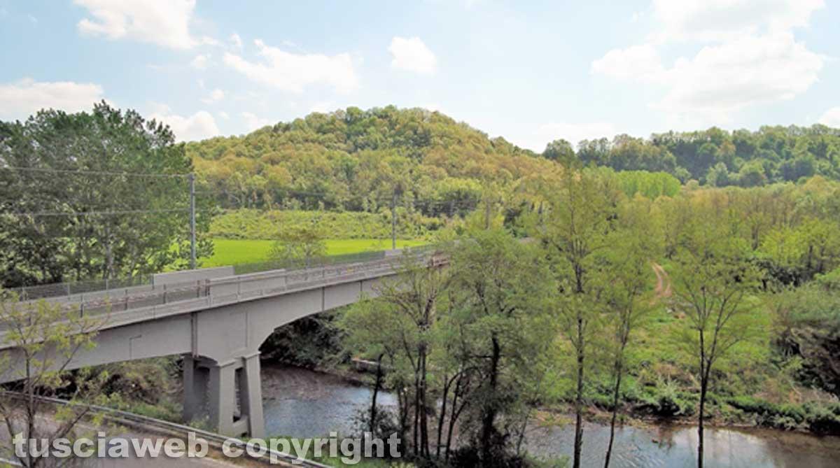 La vita difficile del ponte sul fiume treia for Cabine sul bordo del fiume
