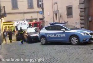 Viterbo - Intervento di polizia, carabinieri, 118 e vigili del fuoco in via del Giglio