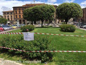 Viterbo - I cartelli a piazza della rocca