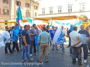 Viterbo - Una protesta della polizia penitenziaria in piazza del Comune