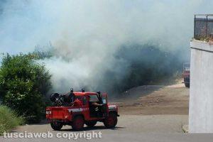 Viterbo - L'incendio sulla Tangenziale ovest