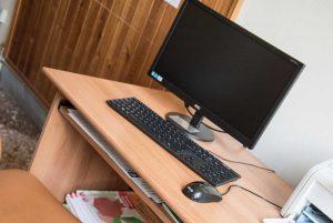 Cultura - La Banca di Viterbo dona tre computer all'istituto Merlini