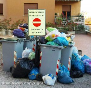Viterbo - Rifiuti in via Monfalcone, quartiere Paradiso