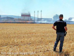 Viterbo - Incendio sulla cassia Nord, nei pressi del deposito del gas