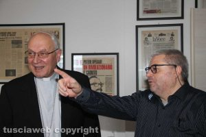 Tusciaweb Academy - Il vescovo Lino Fumagalli col direttore Carlo Galeotti