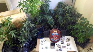 Sutri - La droga e le munizioni sequestrate dai carabinieri