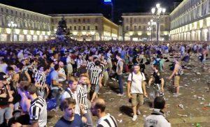 Torino - La calca in piazza San Carlo