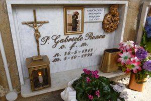 La tomba di padre Ronca a Farnese