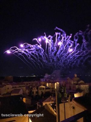 Tuscania - I fuochi d'artificio color lavanda