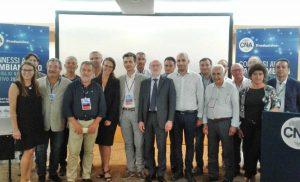 Gismondi (quarto da sinistra) - Al centro il presidente Daniele Vaccarino