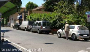 I due furgoni parcheggiato a via Isonzo