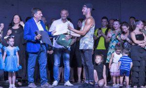 I ballerino Patrizio Ratto riceve un riconoscimento