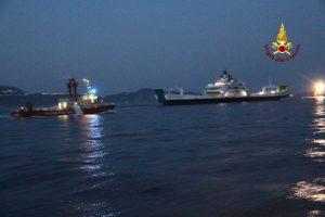 Messina - Vigili del fuoco - Incendio su un traghetto al largo delle Eolie