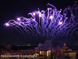 Tuscania - I fuochi d'artificio color lavanda
