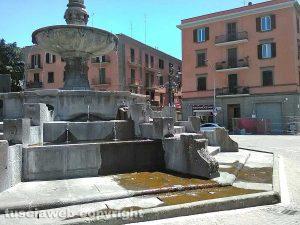 Viterbo - La fontana di piazza della Rocca perde acqua