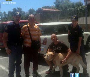 Roma - La polizia con il labrador e l'anziano che si era perso