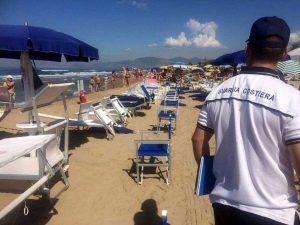 I controlli in spiaggia della Guardia costiera