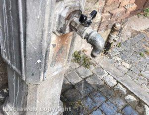Viterbo - Piazza della Vittoria - Fontanella rotta