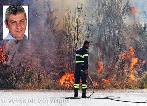 Un incendio - Nel riquadro: Il sindaco di Nepi Pietro Soldatelli