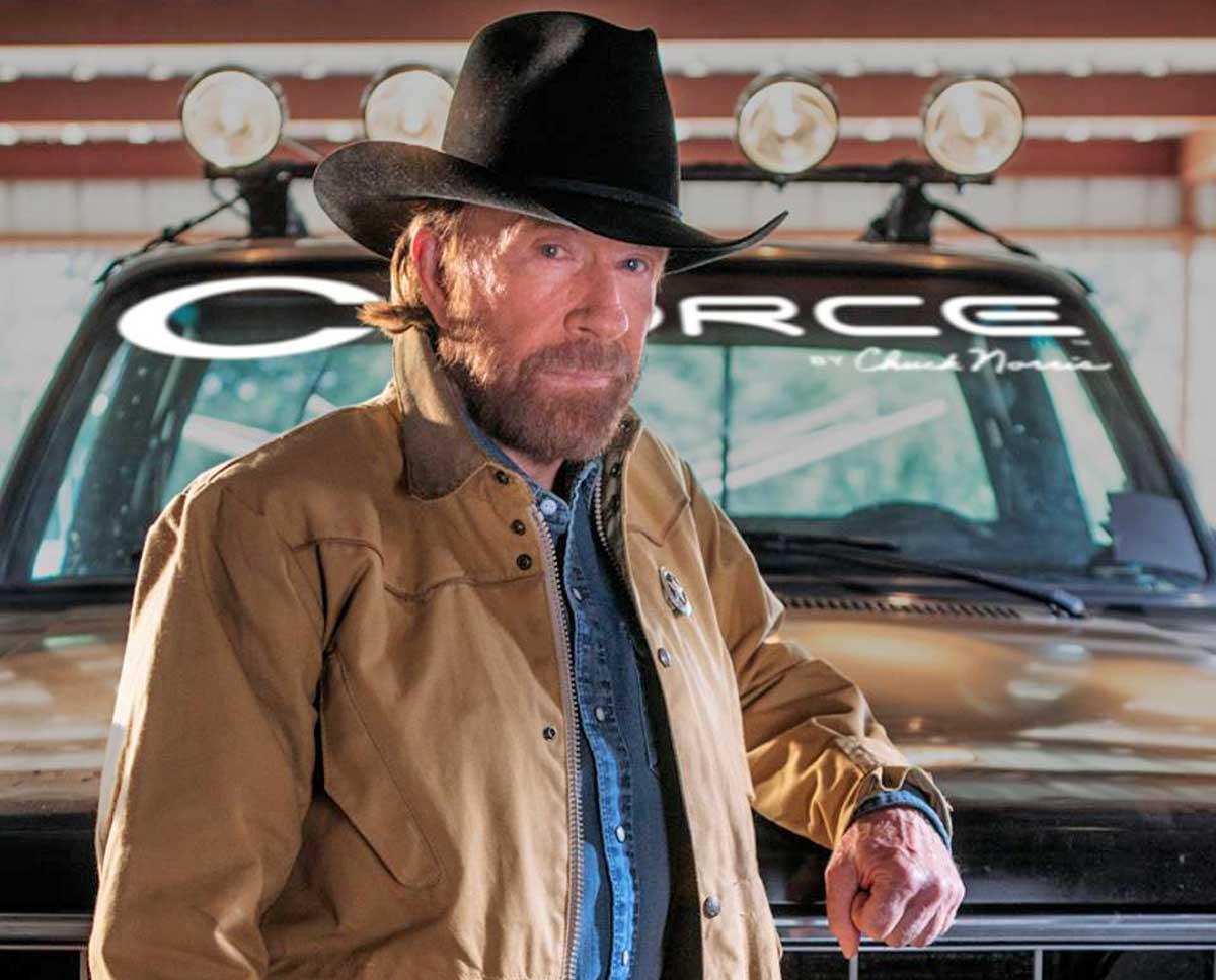 Chuck Norris doppio infarto, salvo per miracolo l'attore di Walker Texas Rangers