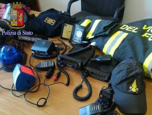 Roma - Polizia - Divise e materiali sequestrati