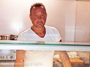 "Antonio Amore - Il gestore del negozio ""street food"" Tony Crock a San Pellegrino"