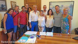 Il centrodestra consegna la lista per le elezioni provinciali - Foto di gruppo con gli addetti della provincia