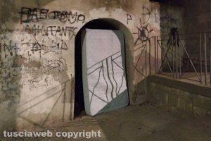 Viterbo - Porta San Leonardo tra sporcizia e incuria