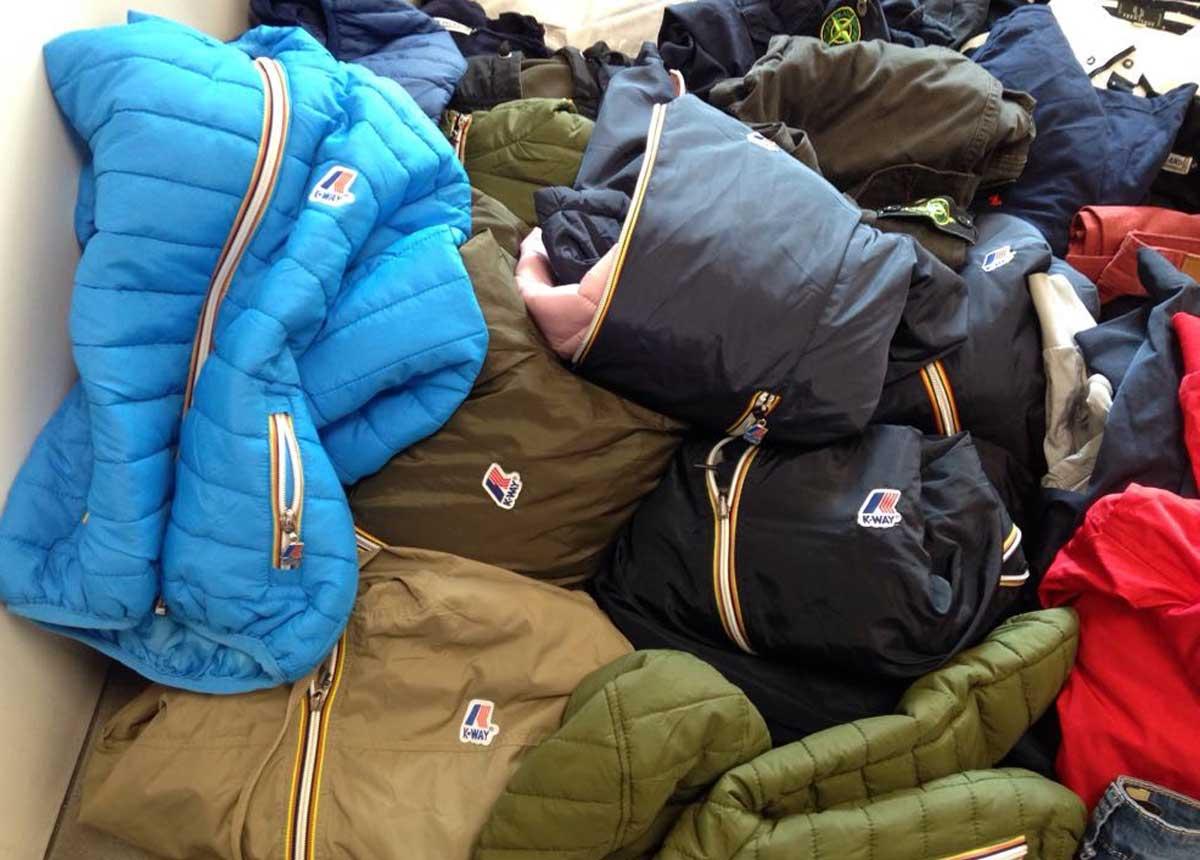 7b9b2af374 Abbigliamento e accessori contraffatti, mille capi sequestrati ...