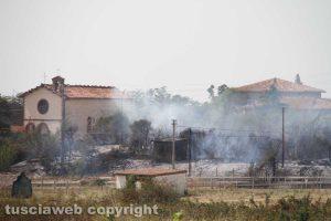 Viterbo - Incendio in strada Ponte del Diavolo - La chiesa di Santa Maria di Castel d'Asso e una casa